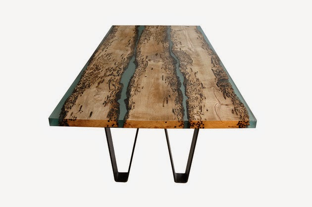 Ingeniosa mesa de madera y resina.