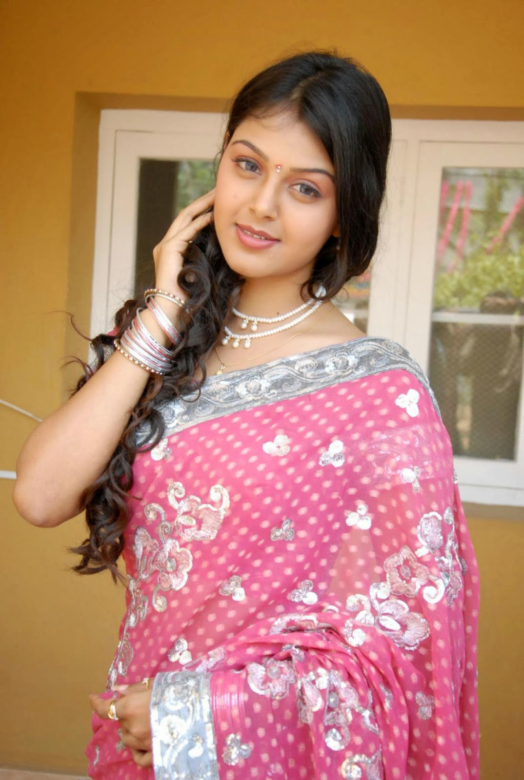 sexy south indian house wife Monal Gajjar saree wear ...
