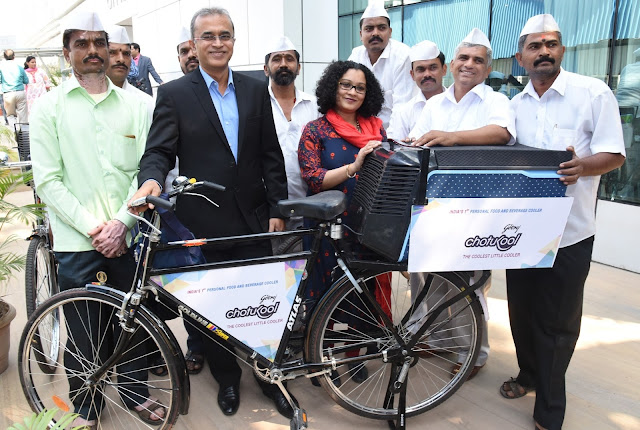 Godrej Appliances presenting customised cycles fitted with Chotukool to Mumbai Dabbawala Association
