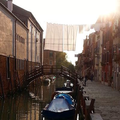 Le Chameau Bleu - un des nombreux canaux de Venise -Italie
