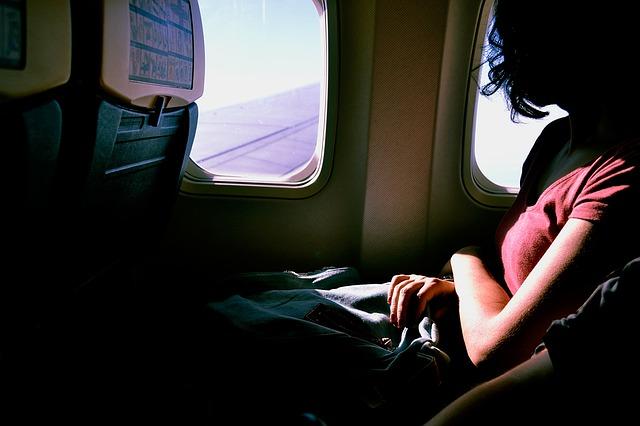 6 Tips Merawat Kecantikan Kulit Saat Bepergian Dengan Pesawat