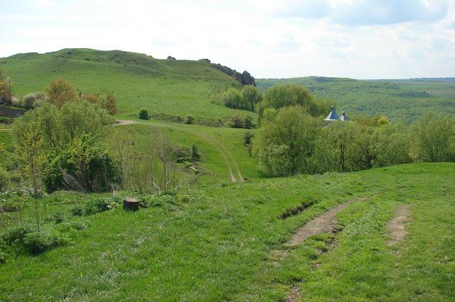 Хребет на краю села Субич