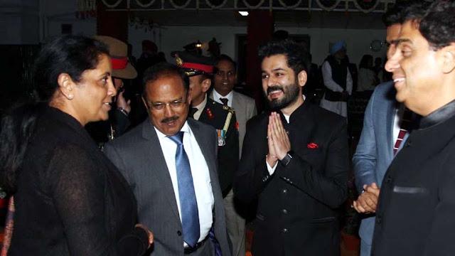 'उरी' की टीम से मिलीं रक्षा मंत्री निर्मला सीतारमण, ट्वीट पोस्ट पर की तारीफ