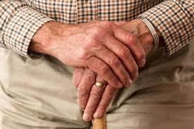 Parkinson là bệnh khá phổ biến ở người già