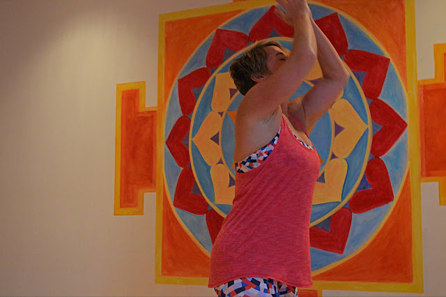 lululemon salute-the-sun-singlet capoeira-wunder-under-crop