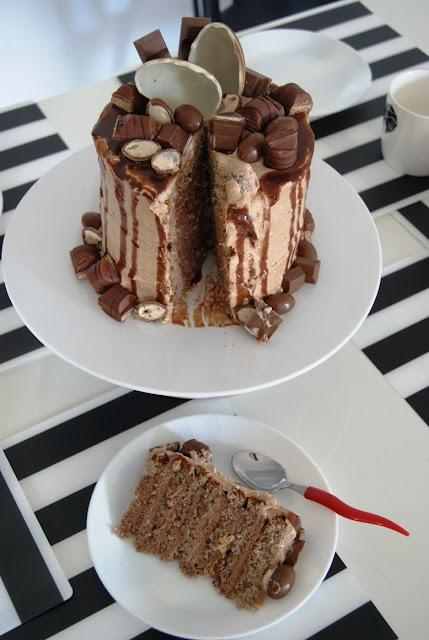 tort kinder, kinder czekolada, tort dla dzieci, tort czekoladowy, tort orzechowy, biszkopt orzechowy, jak zrobic tort, jaki tort, pyszny tort