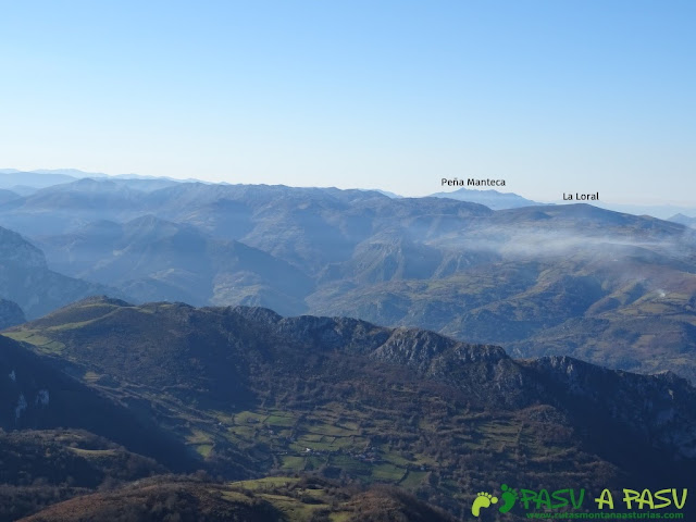 Vista de Peña Manteca y La Loral desde La Mostayal