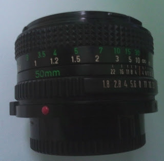Lensa Canon 50mm f/1.8 tampak tengah