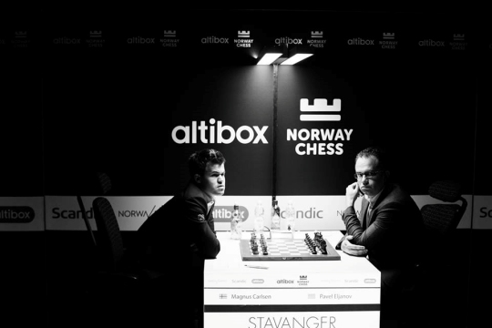 Magnus Carlsen bat Pavel Eljanov lors de la ronde 9 - Photo © site officiel