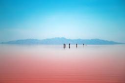 Hanya Semalam, Danau Berwarna Merah Berubah Menjadi Biru