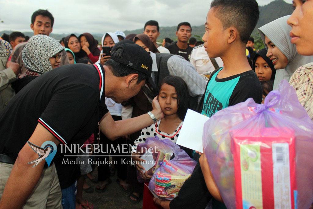 Final Gunung Paras Cup, Bupati Bagi-bagi Sembako dan Uang di Karangsambung