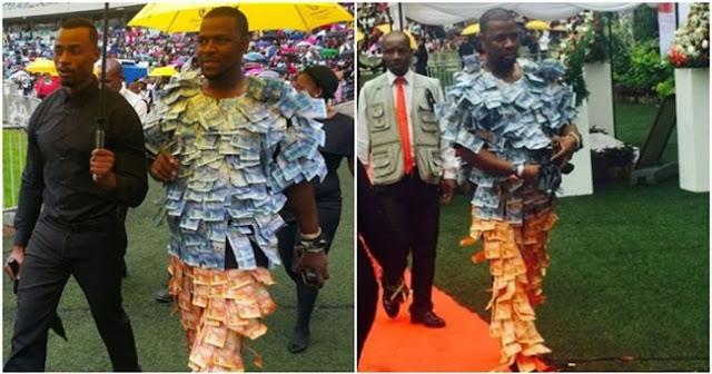Wow!! Pamer Kekayaan Pria ini Tempel Uang Diseluruh Tubuhnya. Lihat Dah