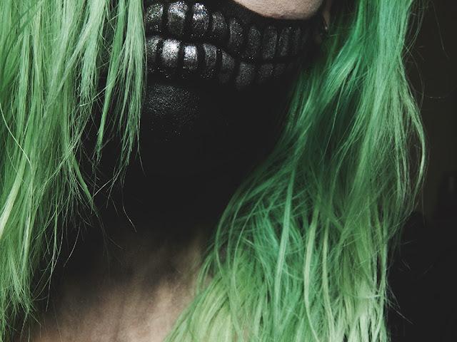 Glitter Skull Halloween Makeup Look