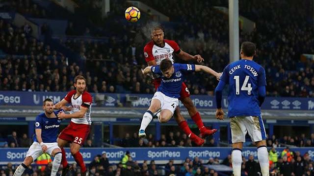 """Video Everton - West Brom: Rooney """"mất tích"""", đối thủ cứng đầu"""
