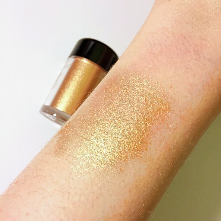 wet n wild Fantasy Makers coloricon Loose Pigment Gold swatch