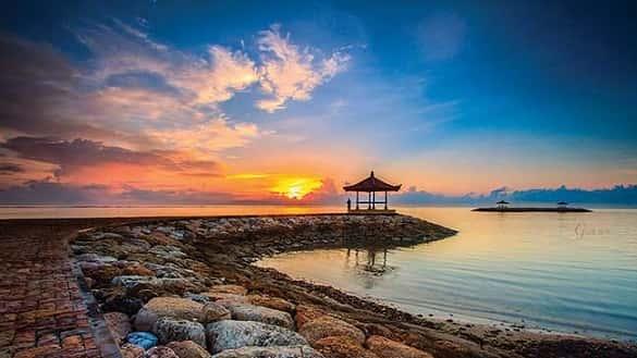 Pantai Sanur tempat wisata yang wajib dikunjungi di Bali