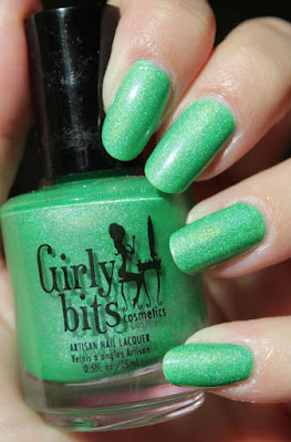 http://lacquediction.blogspot.de/2015/12/girly-bits-what-deuce-notd.html