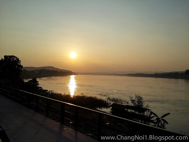 Sunrise over the Mekong River in Chiang Khan - Thailand