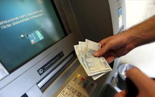 Έρχονται χρεώσεις στις αναλήψεις μετρητών από ΑΤΜ. Τι θα γίνει στην Ελλάδα.