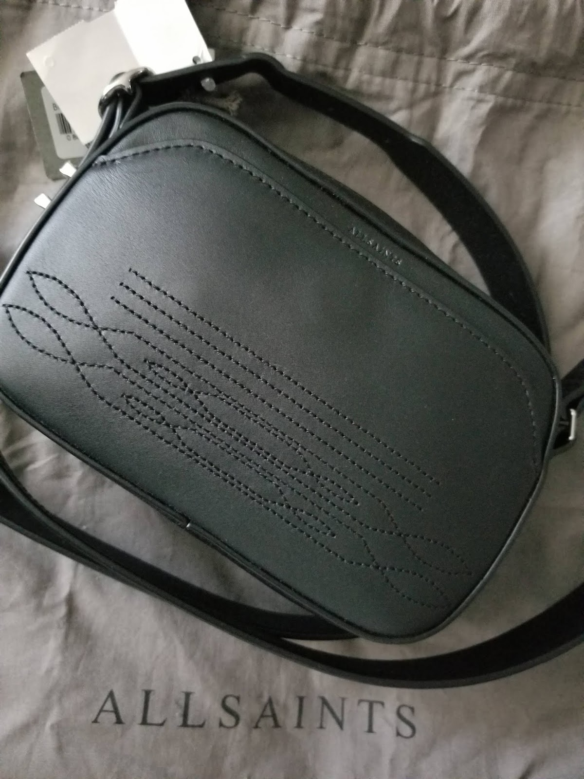 c204f788c08 It still had the tags on it! You just can t beat that! The quality of the  bag is amazing and I really love the cowboy-inspired stitching on the strap  and on ...