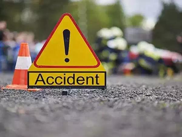 Women dead in road accident, Thalassery, News, Kerala, Death, Accidental Death, bike, Injured, hospital