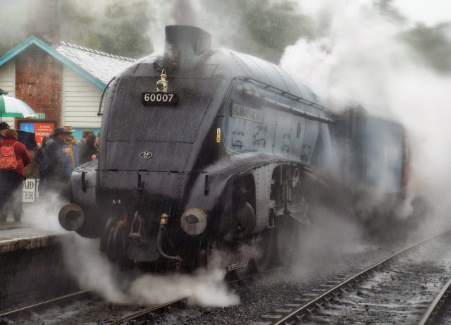 The-Mallard-in-the-rain-at-Grosmont-Station