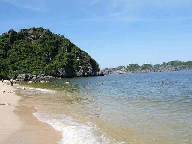 3 paradise beach on the island of Cat Ba 3
