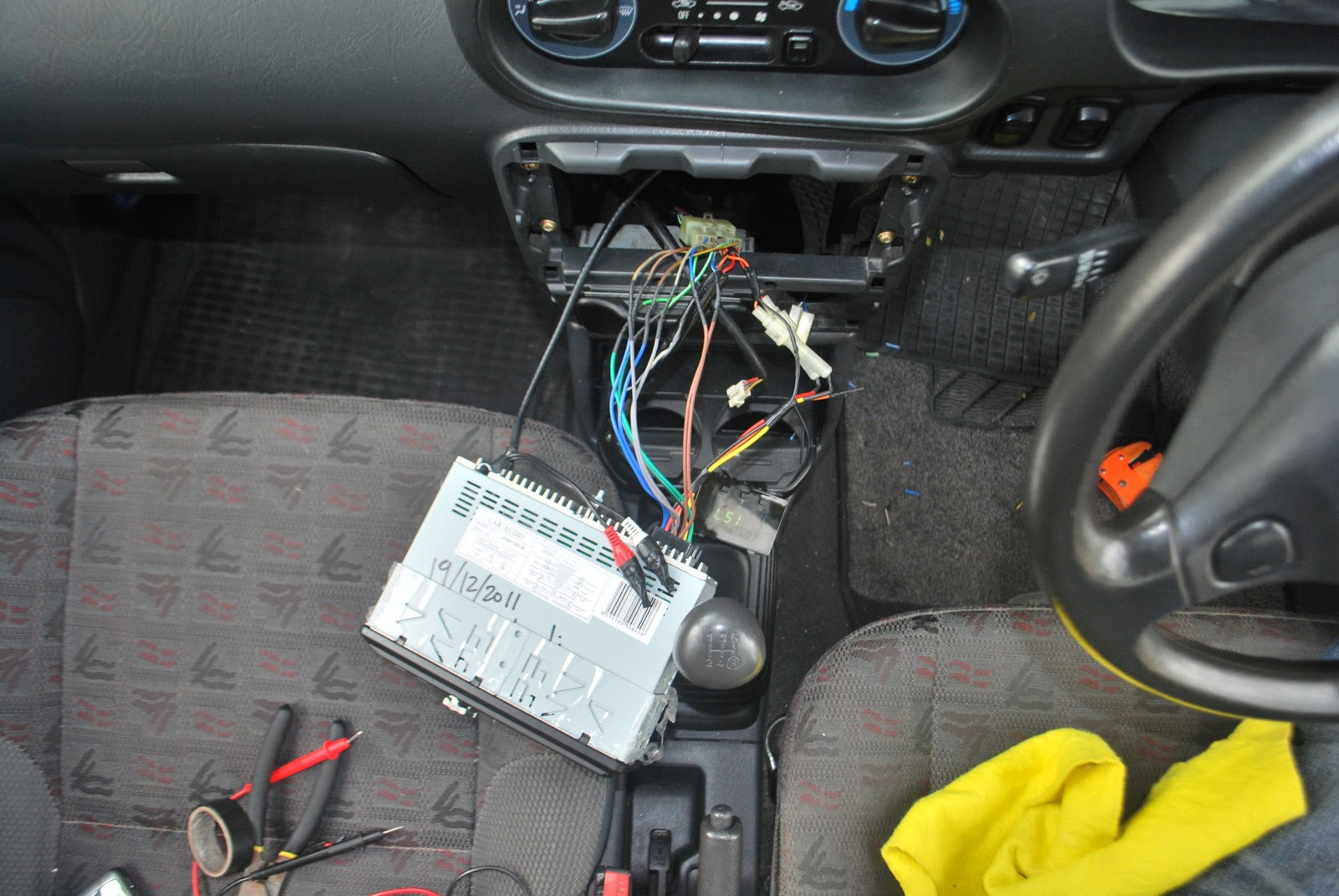 where black is grounding, im using original state of grounding, but my radio  before this never had this problem..i changed it becos receiver antenna is  ...