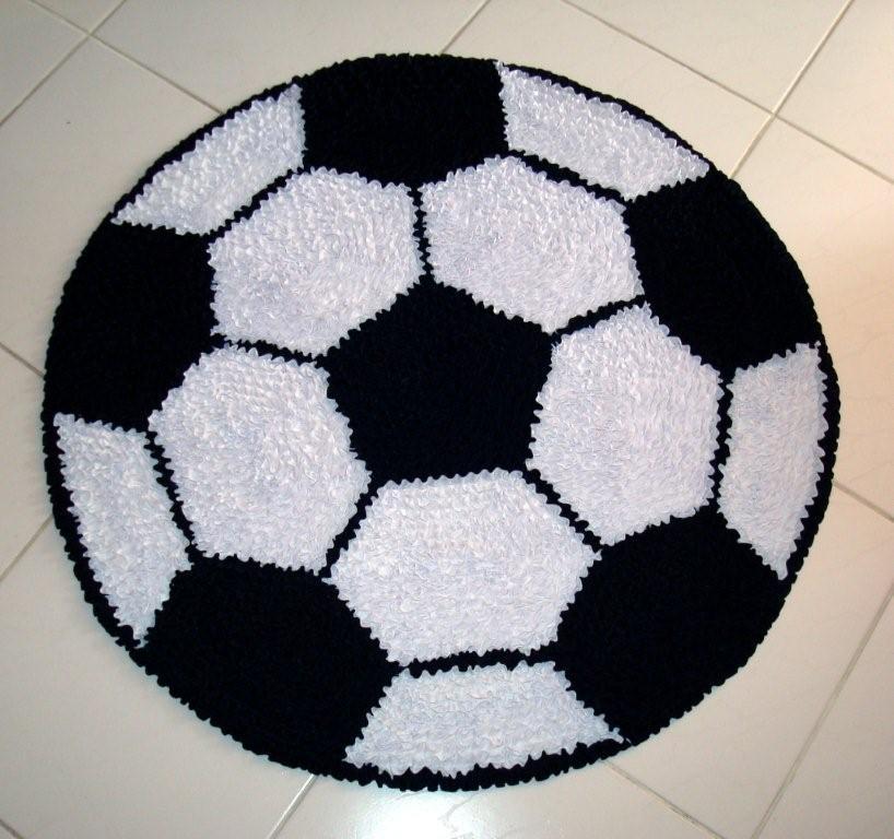 1281c654c Frufumania. Tapetes e almofadas artesanais.  Tapete Bola de Futebol ...