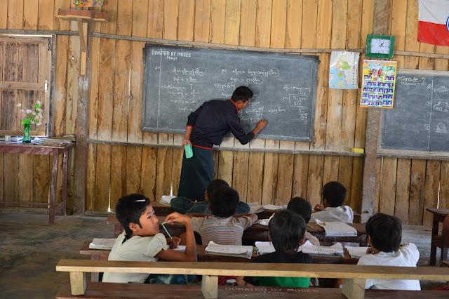 Ecole dans un village de l'état Chin