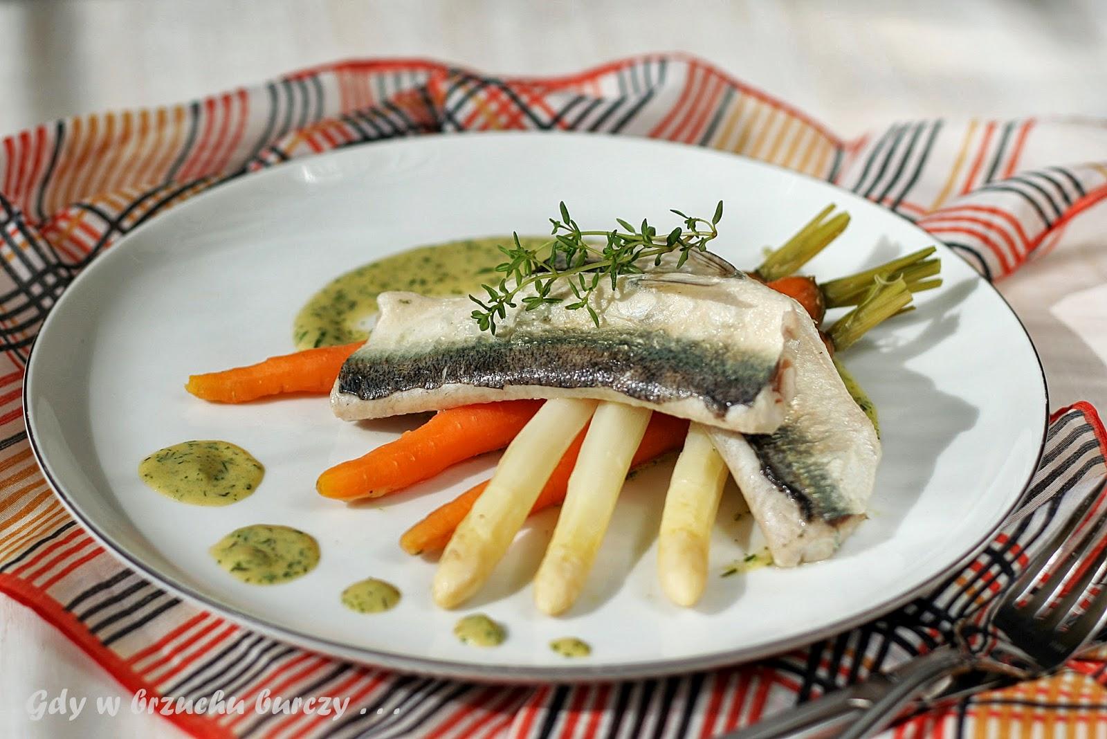 Ryba z sosem koperkowym