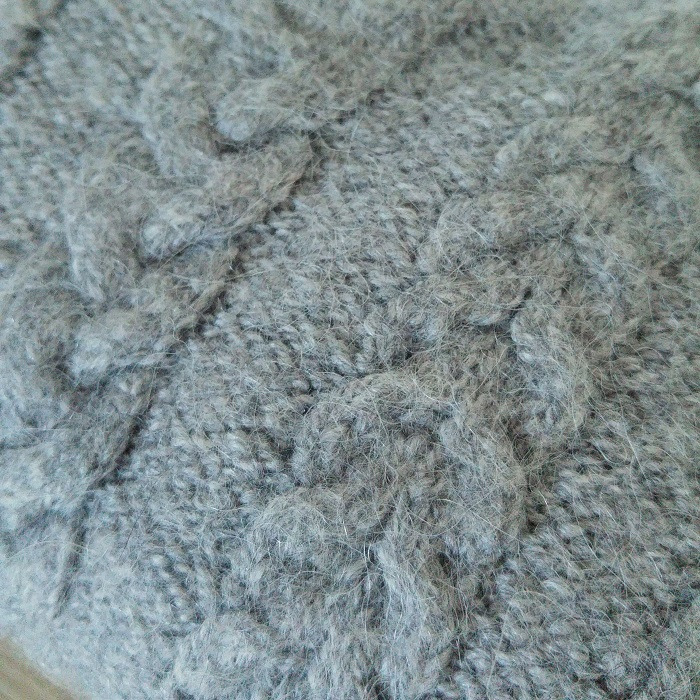 Pull torsades tricot - Hello c'est Marine - Chat tricote par ici