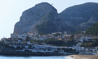 Garraf y la roca de La Falconera al fondo