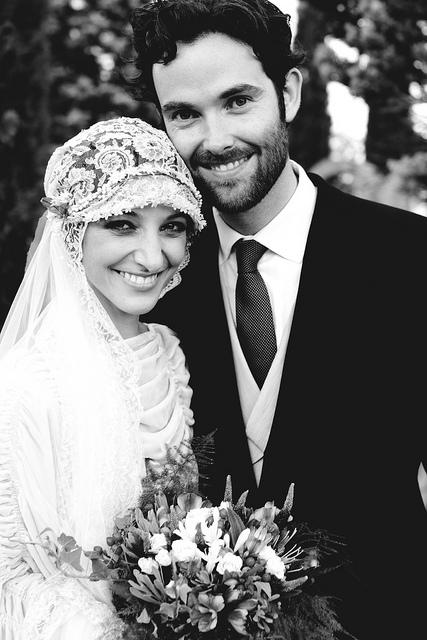 ed88a7dcd Ellos son Veronica y Edward. Ella española y él inglés.. Una boda vintage y  multicultural.