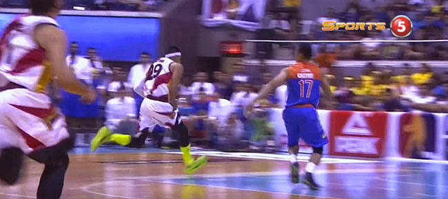 Jayson Castro's Big BLOCK On Arwind Santos (VIDEO)