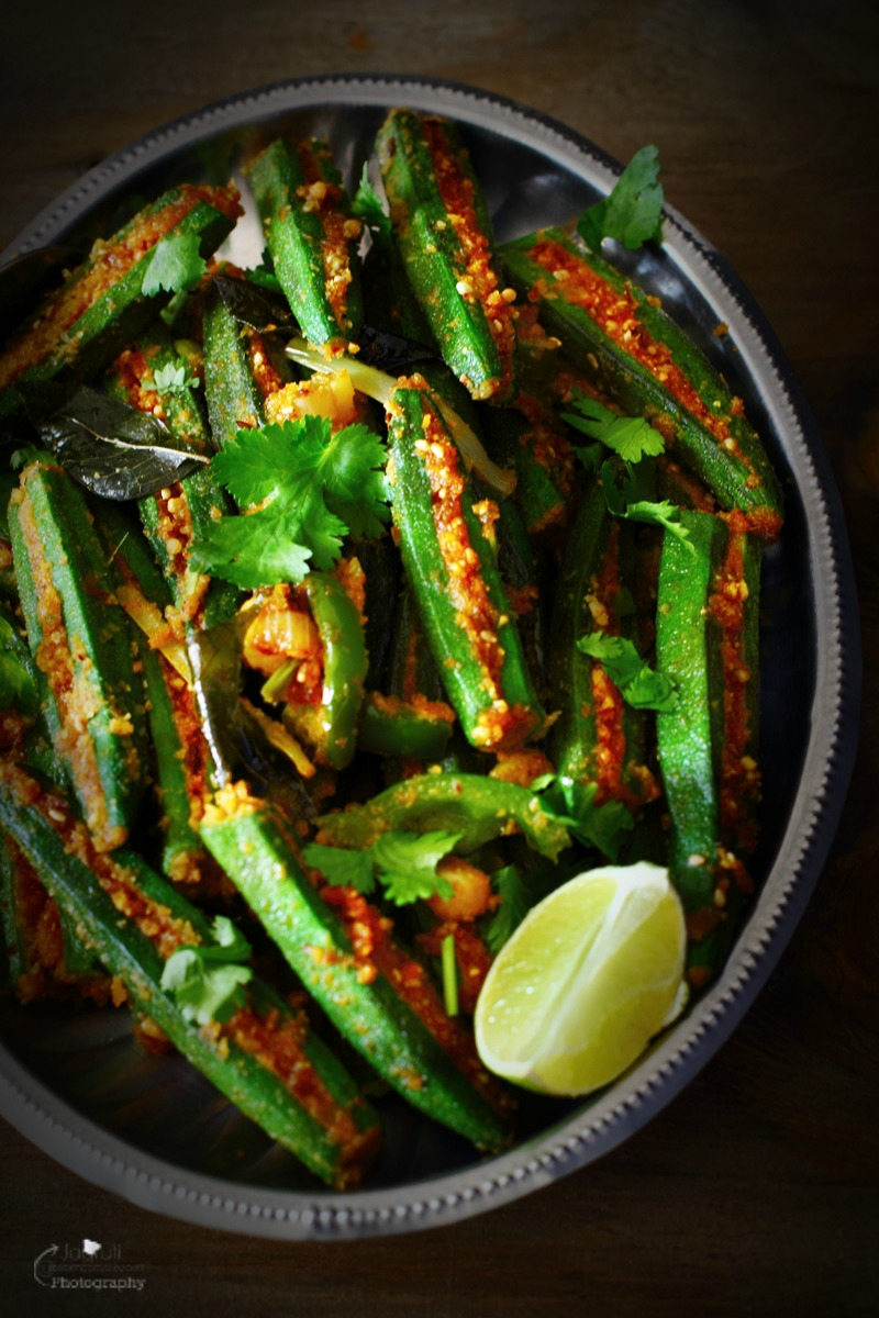 Bhinda, Mirch Sambhariya is a delicious and enticing sabji. Fresh and tender okra are stuffed with an elaborate Gujarati style aromatic masala and cooked with capsicum and spring onion. It's so delicious, surely you will fall for this one, even if you are not on very good terms with okra.