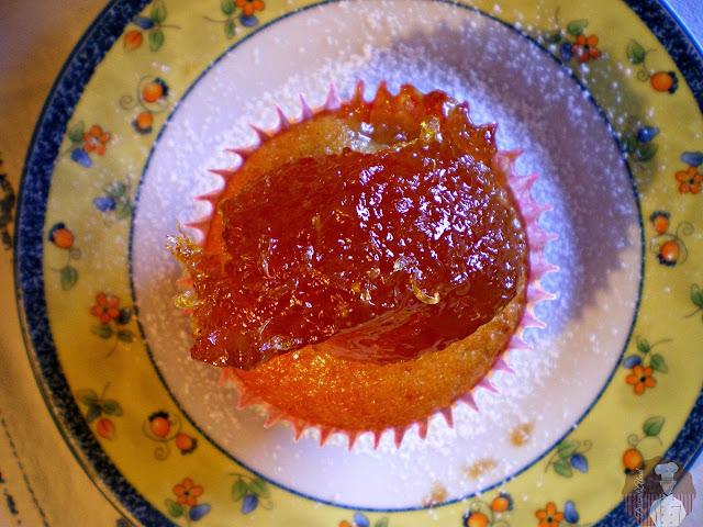 Magdalenas de plátano rellenas de confitura de naranja