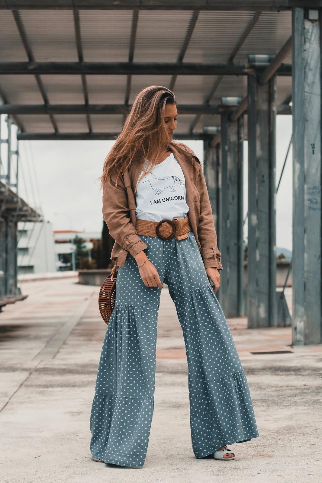 pantalones lunares anchos