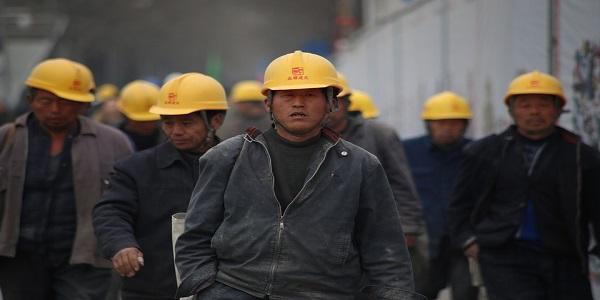 Perbedaan Buruh Pabrik Dan Karyawan Swasta Berserta Contohnya