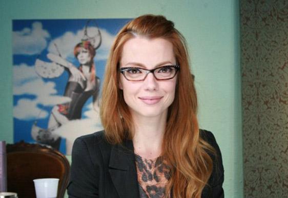 1edeb21a0db3e Óculos retangulares para meninas com rosto oval ou redondo.