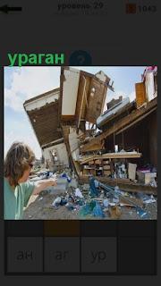 после сильного урагана разрушения дома и всего вокруг