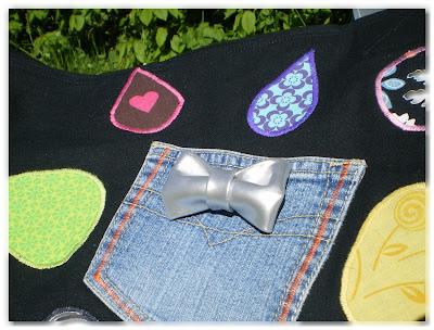 poche en jean customisée avec un noeud