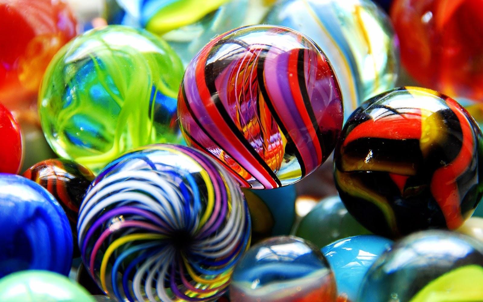 Gekleurde glazen knikkers hd wallpapers - Felle kleuren ...