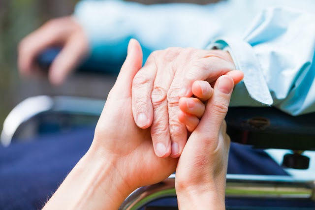 Parkinson-kórban szenvedők mozgását javították kanadai kutatók egy új kezeléssel