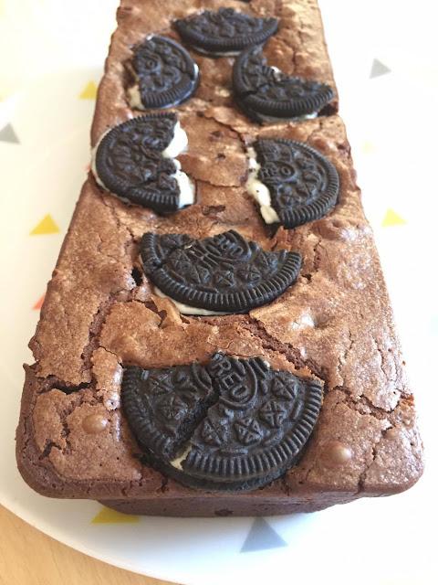 c'est une recette de brownie aux Oréos par Clowy chocolat