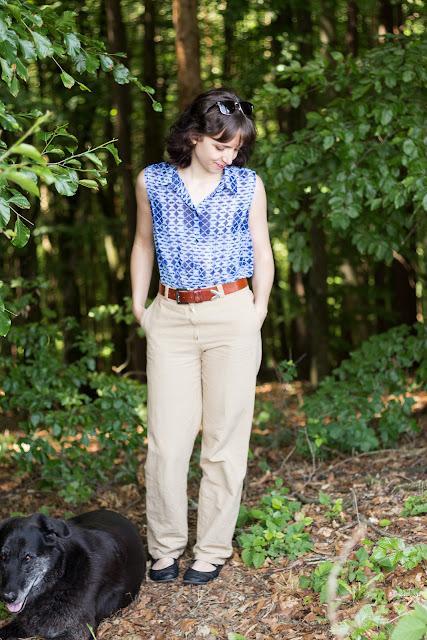 Selbstgenähte hochtaillierte Stoffhose nach einem kostenlosen Schnittmuster von Initiative Handarbeit | DIY Damen Stoffhose nähen mit Reißverschluss