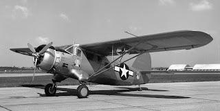 Fotografía en blanco y negro de un monomotor UC-64 del ejército americano