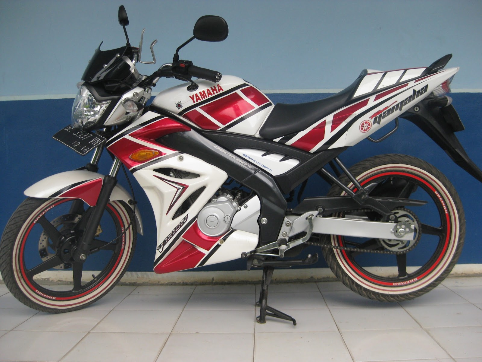 Gambar Modifikasi New Vixion Advance Full Fairing Lightning Velg