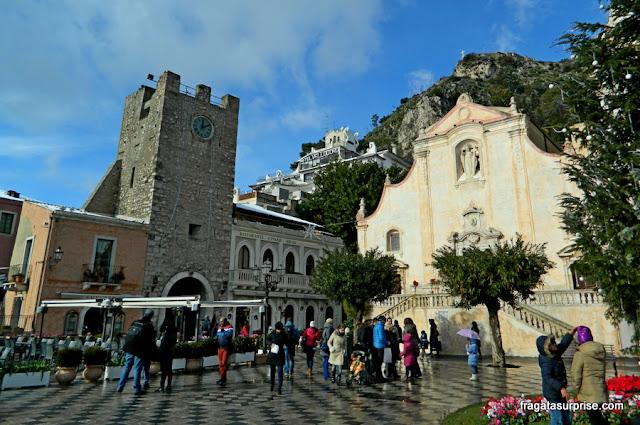 Taormina, Sicília: Torre do Relógio e Igreja de San Giuseppe