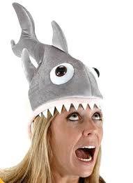 Diseño de peluche en forma de tiburón para la cabeza